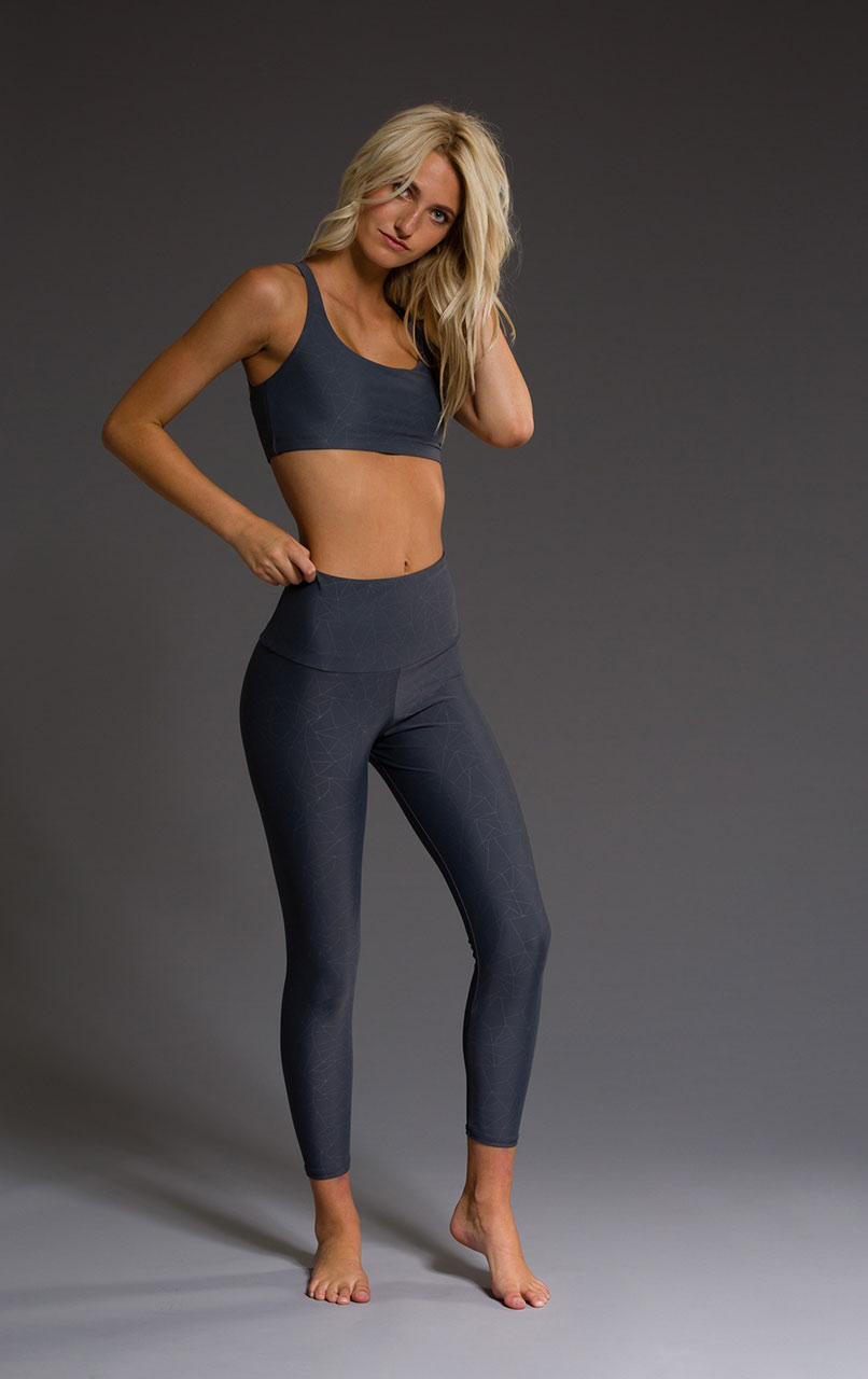 Onzie high rise yoga leggings capri capris midi slate grey geo