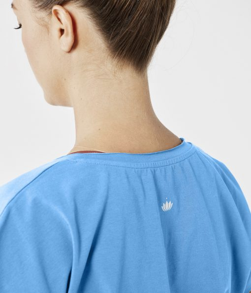 otuscrafts yoga shirt bright blue
