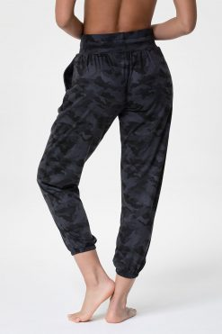onzie_divine_sweat_pant_black_grey_camo