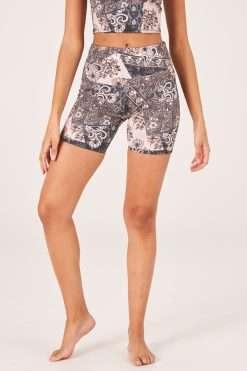 onzie yoga biker shorts high waist bandana